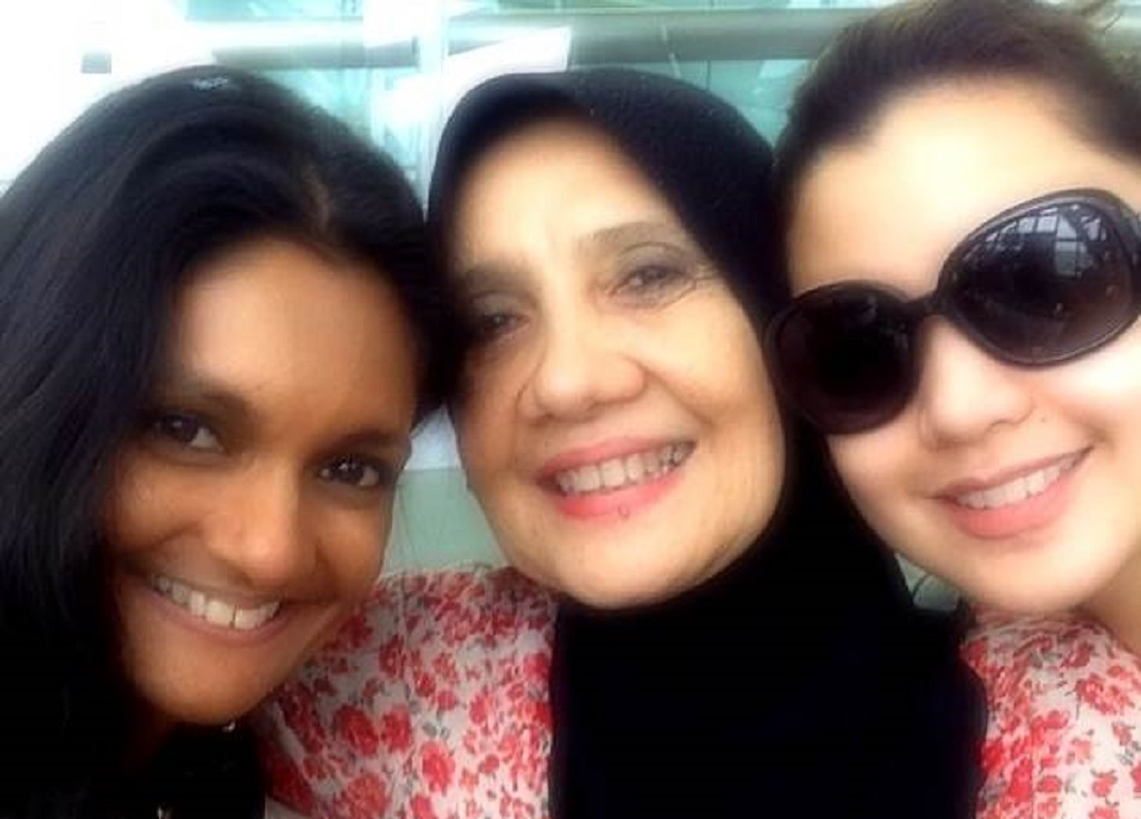 Geetha with Lisa Surihani and her mother