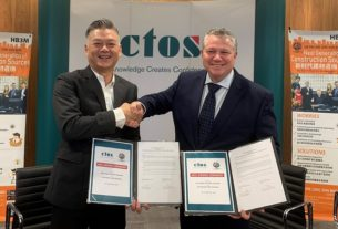 (From left) Dato Seri Darren ChanLian Leong, CEO of HB3M and Dennis Martin Group CEO of CTOS signingMoU